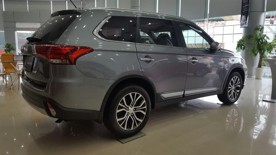Mitsubishi-outlander-xam-titan